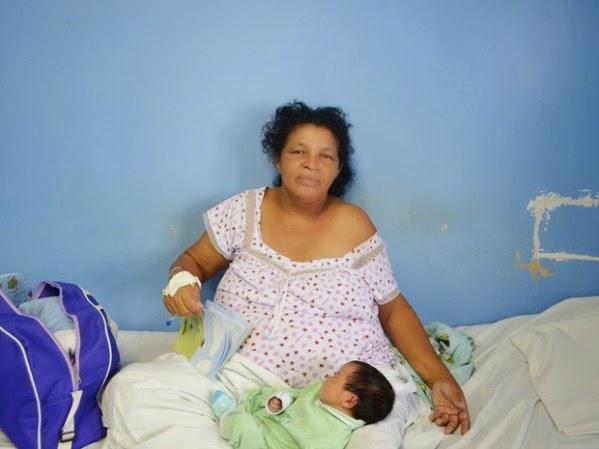 Mulher de 51 anos dá à luz 21º filho em Aracaju e diz que quer mais