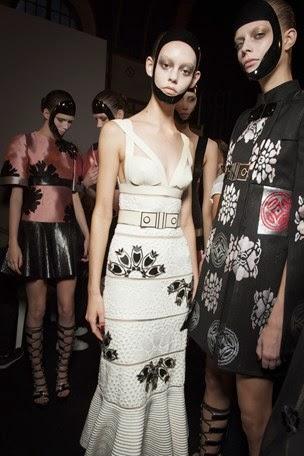Backstage-Alexander-McQueen-Spring-Summer-2015-Vogue.com