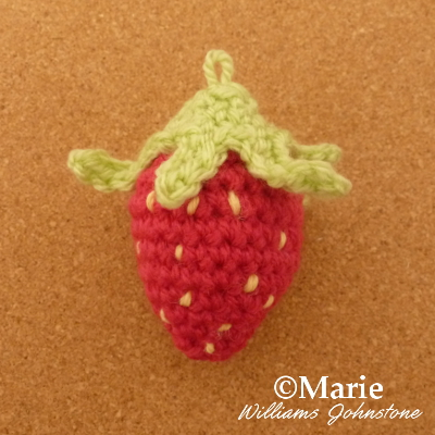 Mini crocheted crochet strawberry pattern yarn amigurumi free patterns design