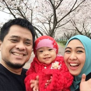Foto Oki Setiana Dewi dan Anaknya