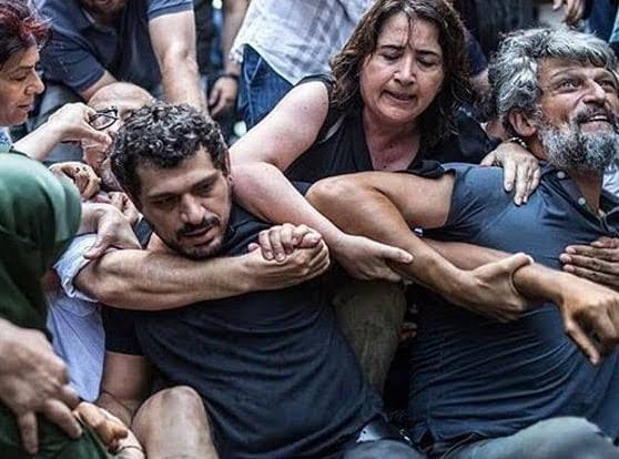 """La policía dispersó la reunión de las """"Madres de los sábados"""" en Estambul"""