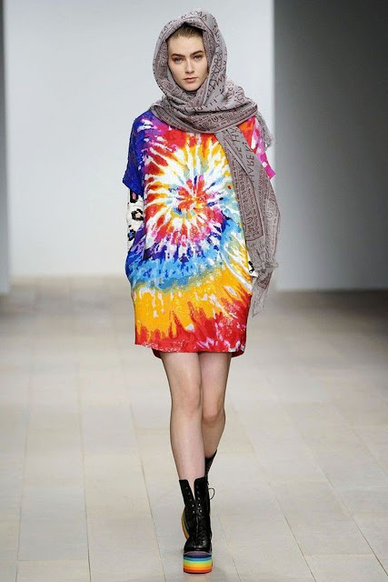 tendenza tie-dye tendenze primavera estate 2019 come abbinare la stampa tie-dye mariafelicia magno fashion blogger colorblock by felym fashion blogger italiane fashion bloggers Italy ss 2019 trend how to wear tie-dye trend