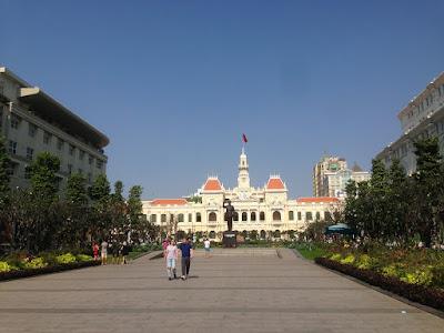 Real-Saigon-Full-Day-City-Tour-City-Hall
