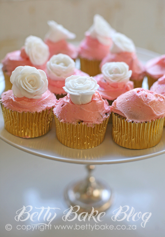 bling party, gold cake, sparkly, shiny, glitter, gold cupcake liners, white fondant roses