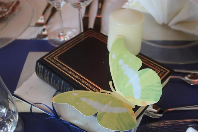 Vintage - Bücher und Schmetterlinge - Deutsch-indische Hochzeit im Riessersee Hotel Garmisch-Partenkirchen, Bayern, Navy Blue, Weiß, Fuchsia, Vintage, Schmetterlinge, Ballons - #deutsch-indische Hochzeit #Riessersee Hotel #heiraten in Bayern #Hochzeit in Garmisch