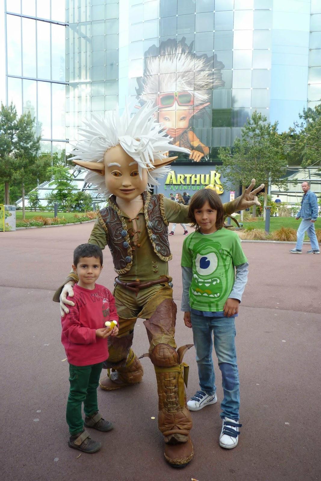 Izan y Joel con Arthur.