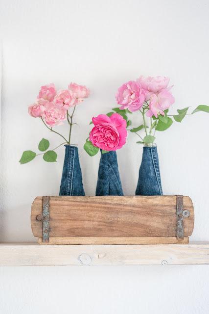 n Blumensträußen und Regaldeko,my Shelfiie, Jeanslook im Wohnbereich, Interior, Pomponetti