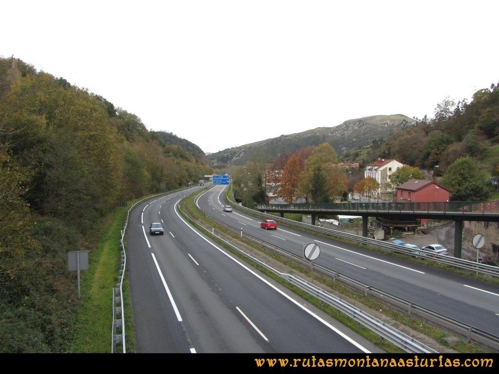 Ruta Olloniego Escobín: Puente sobre la autopista