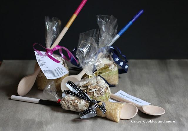 Weihnachtsgeschenke mit Kindern basteln - Pilzrisotto mit bemaltem Holzlöffel