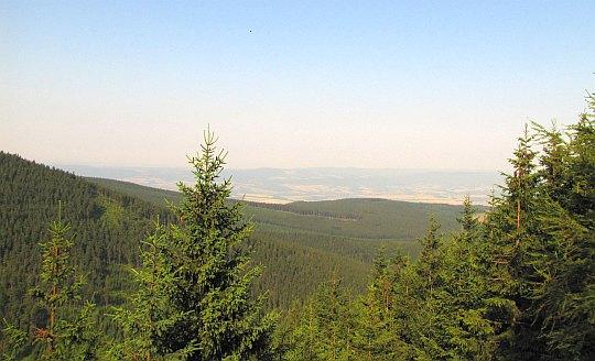 Widok na południowe obszary Kotliny Kłodzkiej.