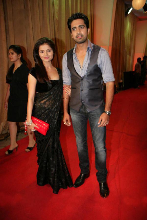 South india tv actress rubina dilaik spicy black saree looking hot