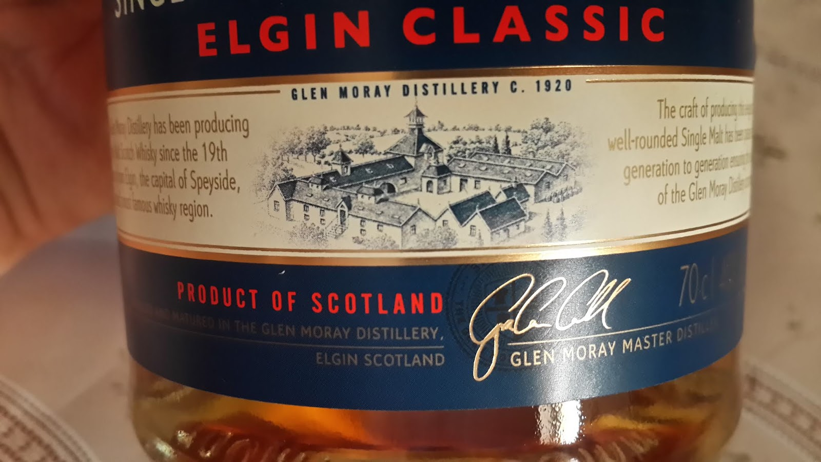 the overall artwork design is to me frankly cheap looking the use of single colour blue and bland display of glen moray on the label gives it a cut rate