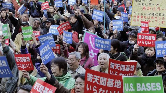 Japoneses protestan por presencia militar de EEUU en Okinawa