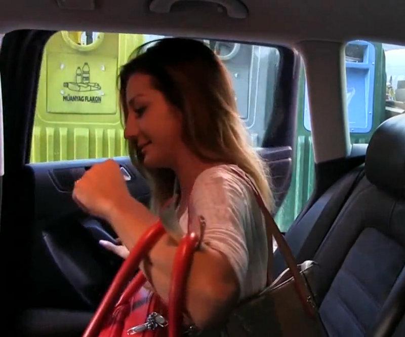 Секс расплата зрелой за видео такси