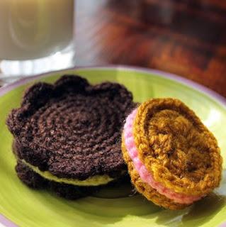 http://www.corriendocontijeras.com/patron-galletas-amigurumi/