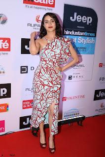 Red Carpet of Most Stylish Awards 2017 ~ Shraddha Kapoor (1).JPG