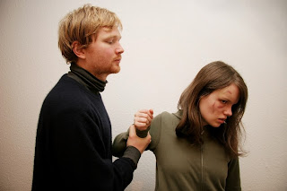 Tips cara mengatasi pacar yang sedang marah
