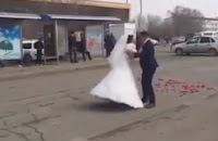 DRAMA as bride changes her mind on the way to the wedding and runs away (VIDEO)