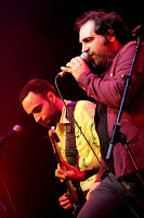 http://musicaengalego.blogspot.com.es/2016/03/fotos-ataque-escampe-primeiros-bicos-na.html