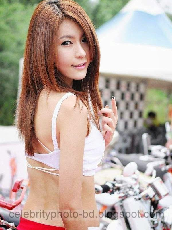 Hot Indonesian Model Girl's Sexy Expo Photos Beside the Auto