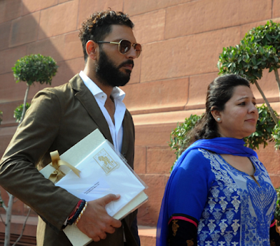 Yuvraj with mother heading towards Indian Parliament