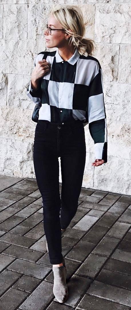 simple fall outfit idea : plaid shirt +bag + black skinnies + heels