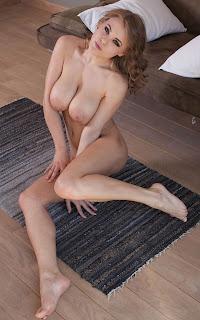 Naked brunnette - Viola%2BBailey-S02-032.jpg