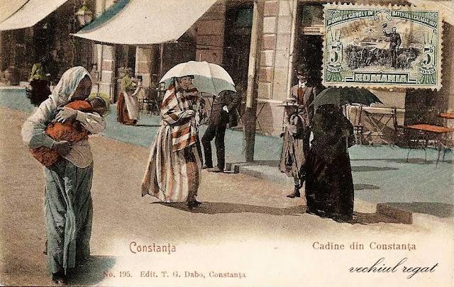 Cadine plimbandu-se pe strazile Constantei