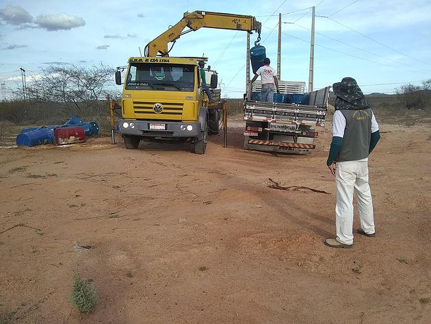 Secretaria de Meio Ambiente auxilia retirada de  produtos químicos no Distrito Barragem Leste em Delmiro Gouveia