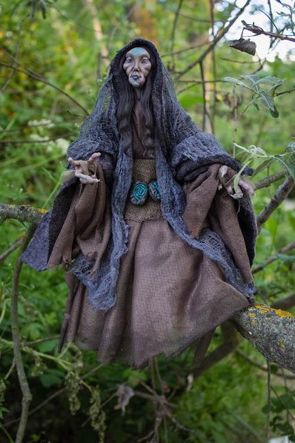 Hada oscura cantora del portal muñeca ooak hecha a mano
