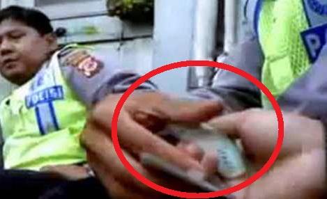 Koplak! Tak mau Diganggu Saat Tilang 'Damai', Oknum Polisi Ini Usir Kapolda-nya Sendiri