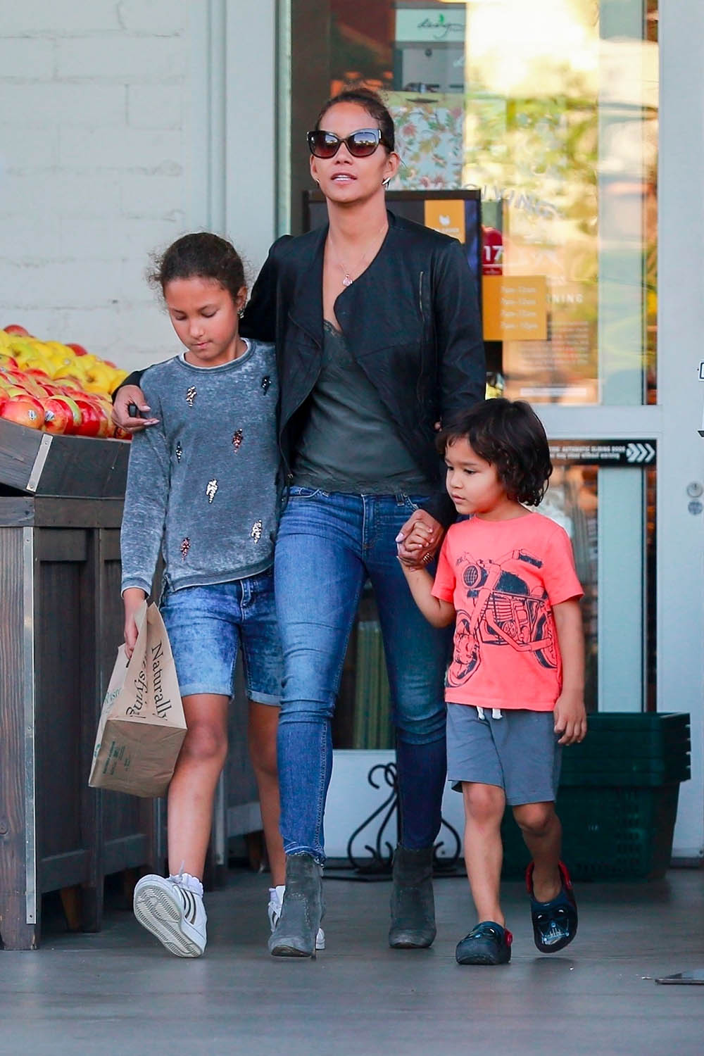 Halle Berry pictured with her kids, Maceo and Nahla | 1000 x 1500 jpeg 159kB
