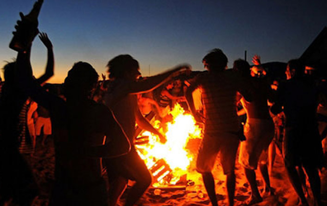 7 Fun Things to Do at The Beach With Friends (Part 2) Bonfire in beach
