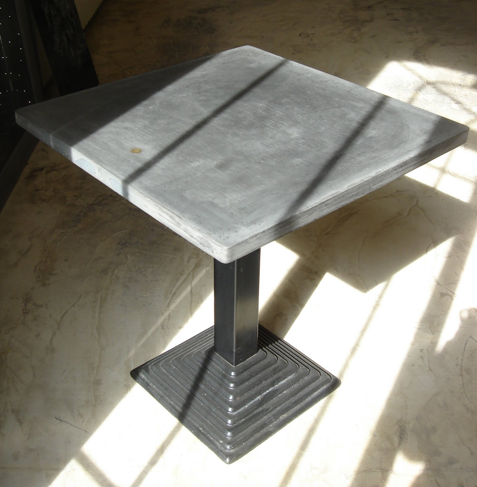 Table Bistrot Pied Fonte T And M Beton Design Table Bistrot Quot Pied Vintage Quot En Fonte