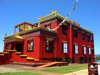 Centro Budista Khadro Ling, Três Coroas