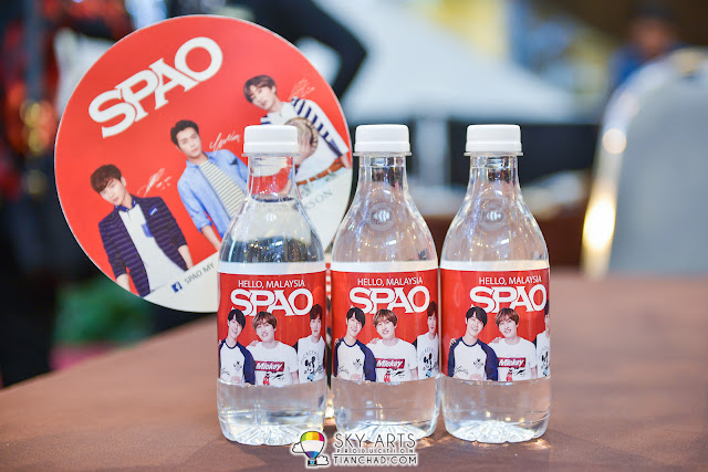 SPAO fan and water bottle