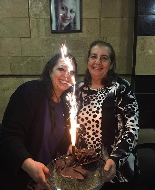 غادة بشور تفاجئها أختها بعيد ميلادها