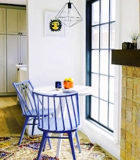 Cendela adalah tempat untuk inspirasi dan tempat rehat yang nyaman. Ingin menikmati kesendirian desain cendela anda dengan meja bistro kecil dan kursi di depannya, kemudian tambahkan lampu gantung/liontin. Masuki duna imijinasi anda dan pergi dengan inspirasi anda.
