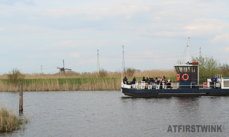 kinderdijk boat tourists