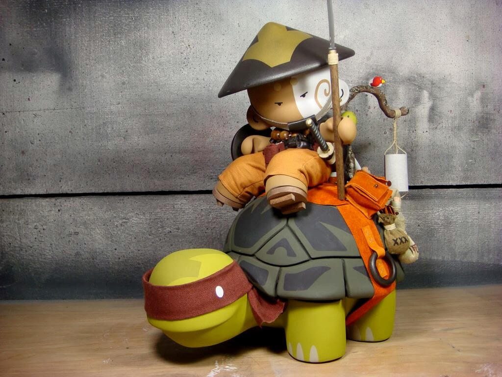 Memories of a ClutterMunk - The Ronin Custom Munny Resin Figure by Huck Gee