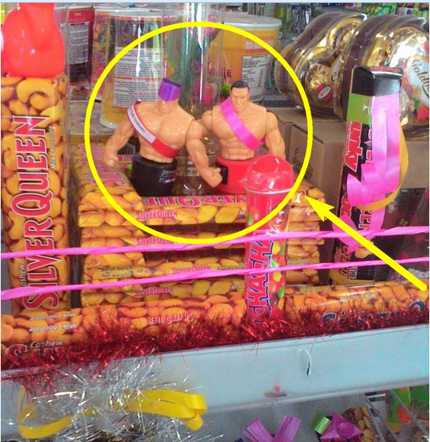 Astaghfirullah... Indom**et Jombang Pajang Boneka Gay Sambut Valentine