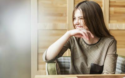 4 λόγοι υγείας για να γελάς περισσότερο