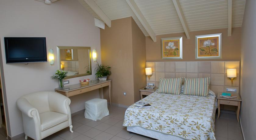 Surf Hut Live Beach Cam  24 hour front desk room service and free private  parking are also available at Ionian Plaza. Live Bedroom Cam