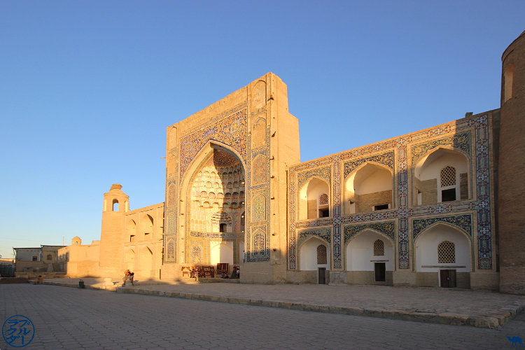 Le Chameau Bleu - Blog Voyage Ouzbékistan - Médersa Mir i Arab à Boukhara