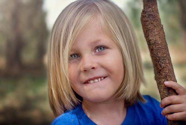 felicidad-niño-asertividad-prevención-acoso-escolar-bullying