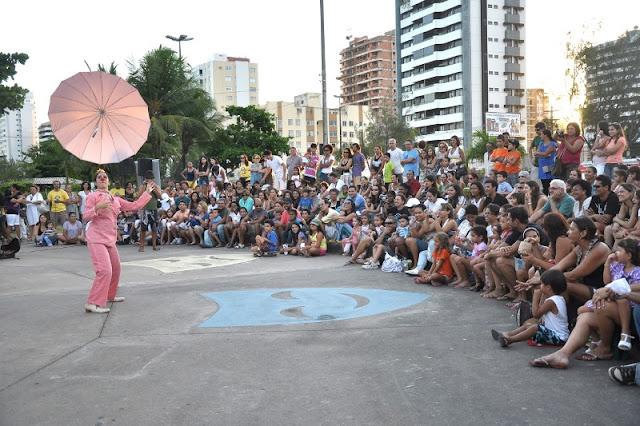 """Espetáculo """"Magavilha"""" com a Palhaça Carmela em Iguape"""