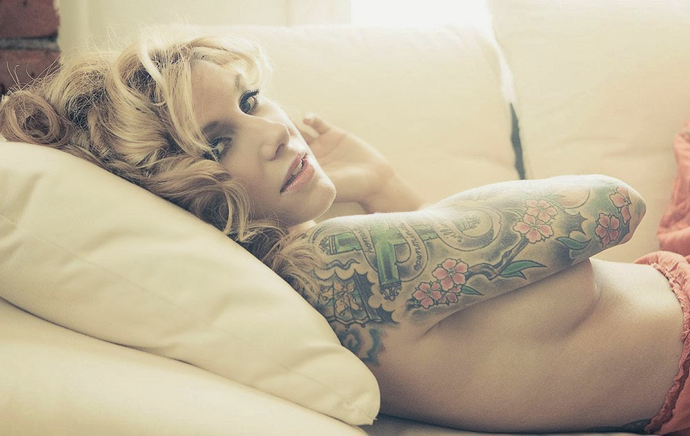 Hot Tattoo Girl Wallpaper