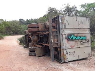 Caminhão baú tomba