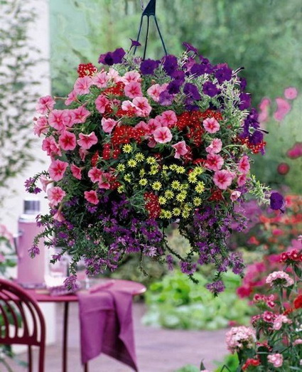 Outdoor decoration with hanging flower pots 1