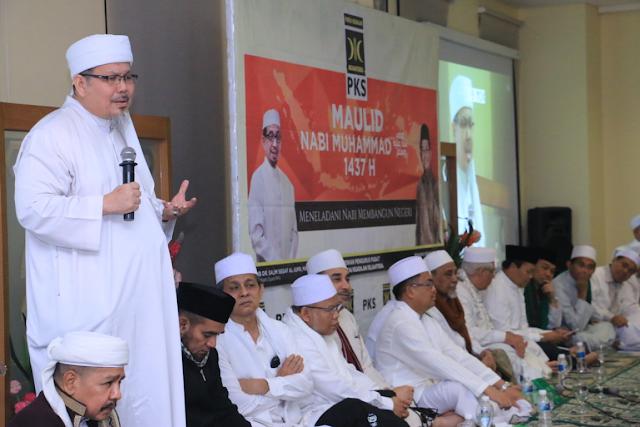 """Innalillahi, Wasekjen MUI ini Merendahkan Warisan Kebudayaan asli Indonesia """"Batik"""""""